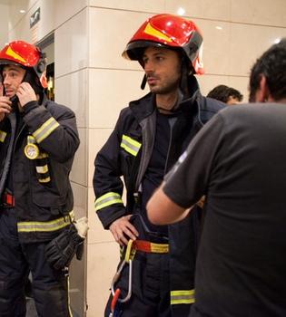 Hugo Silva es el bombero de 'Lo contrario al amor'