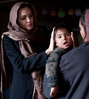La ejemplar vida de la actriz Angelina Jolie llevada al cómic