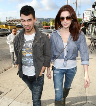 Aún podría quedar algo de amor entre Ashley Greene y Joe Jonas