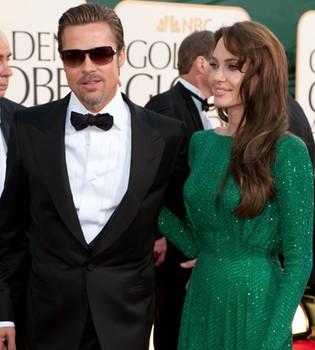 Angelina Jolie se tatúa el nombre y el cumpleaños de Brad Pitt