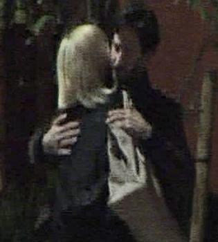 Confirmado el noviazgo entre Keanu Reeves y Charlize Theron