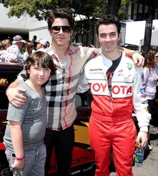 Los Jonas Brothers motorizados en la Carrera de Los Ángeles