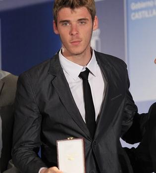 David de Gea orgulloso con su medalla de oro al Mérito Deportivo 2010