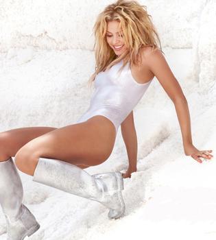 Shakira, más 'Rabiosa' que nunca, se viste de blanco