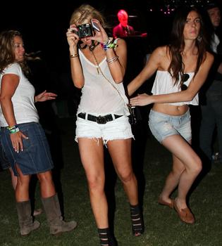 Lindsay Lohan vuelve a las andadas en Coachella