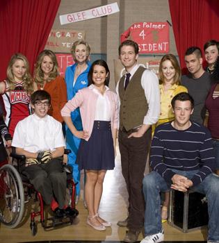 Nicole Crowther, despedida de 'Glee' por irse de la lengua en Twitter