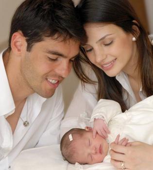 Kaká y Carol Celico presentan a su hija Isabella en Facebook