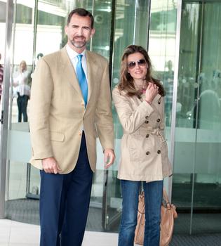 Los Príncipes Felipe y Letizia llegan a Londres para la Boda Real