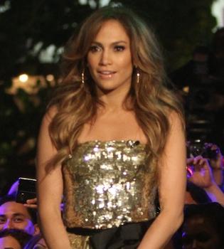 Jennifer López desatada en la presentación de su disco 'Love?', con colaboraciones de Lady Gaga