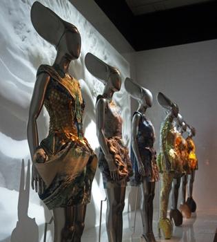 El Metropolitano de Nueva York homenajea a Alexander McQueen con una exposición