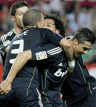 El autobús del equipo del Real Madrid apedreado en Sevilla