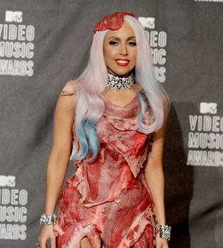 Lady Gaga confirma la ruptura con su novio Luc Carl
