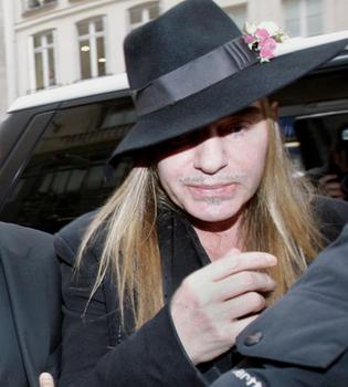 El alcoholismo de Galliano inquietaba en Dior antes del incidente racista