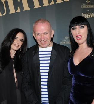 Paz Vega y Rossy de Palma acuden al desfile de su diseñador estrella, Jean Paul Gaultier, en Cannes