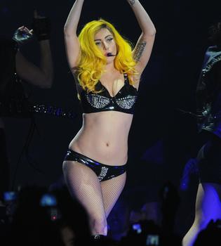 Tres temas inéditos de Lady Gaga jugando a la 'Gagaville'