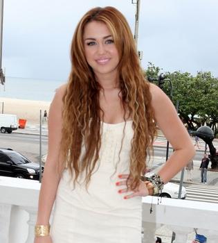 Miley Cyrus retoma de nuevo su romance con Liam Hemsworth
