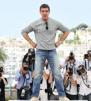 Antonio Banderas cocina paella en la televisión brasileña