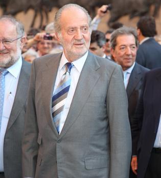 El Rey Juan Carlos preside la corrida de la prensa
