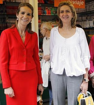 Las infantas Elena y Cristina se encuentran en la Feria del Libro de Madrid por casualidad