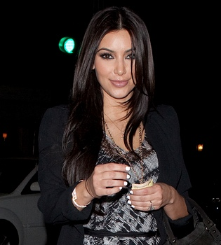 Kim Kardashian, comprometida y embarazada de su primer hijo