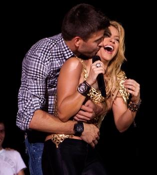 El personal de seguridad de Shakira golpea a varios fotógrafos