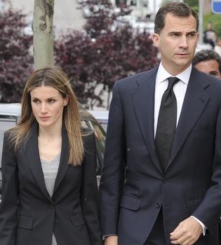 Los príncipes Felipe y Letizia visitarán hoy al rey Juan Carlos tras su operación