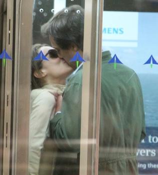 Tamara Falcó y Tomasso Musini confirman su romance con un beso en la revista '¡Hola!'