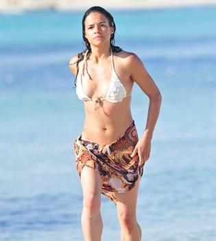 La actriz de 'Lost' Michelle Rodríguez, vacaciones en Formentera