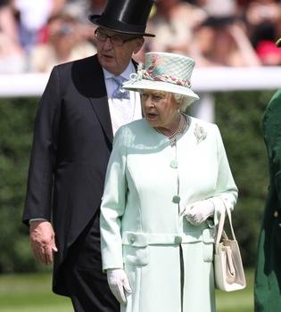 Isabel II preside la inauguración de las carreras de Ascot
