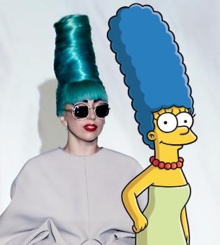 Lady Gaga con un moño azul del estilo Marge Simpson en Singapur