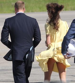 El viento deja al aire el culo de Kate Middleton en Canadá