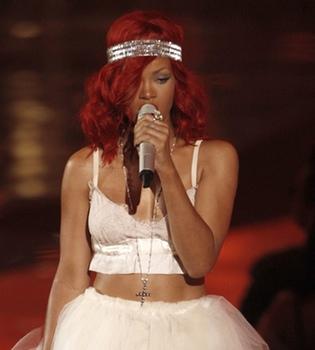 Rihanna ve cómo arde el escenario de su concierto en Dallas