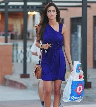 Sara Carbonero, con un 'look' ideal para ir a la compra