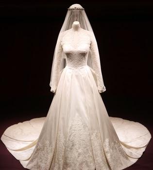 El Palacio de Buckingham expone el vestido de novia de Kate Middleton