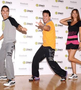 Julio Iglesias Jr y Malena Costa dan clases de baile para estar en forma