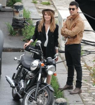 Joe Jonas rueda en París el videoclip de su single 'Just in Love'