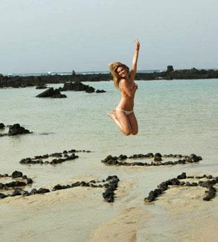 Bar Refaeli cuelga una foto suya desnuda en Facebook