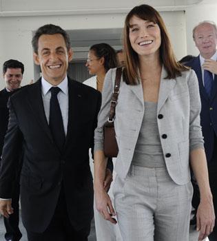 Sarkozy llevaba alzas y Carla Bruni andaba sin tacones: ¿complejo machista?