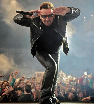 Facebook hace a Bono, cantante de U2, el músico más rico del mundo