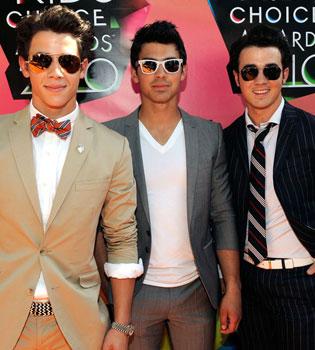 Apocalipsis para los Jonas Brothers: tres pérdidas y una novia