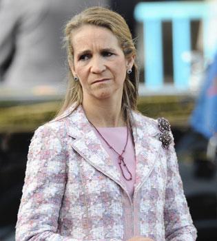 La Infanta Elena juega a la ONCE. ¿Acaso busca ser millonaria?