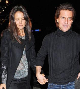 Tom Cruise, destrozado, trata de recuperar a una Katie Holmes que no quiere saber nada de él