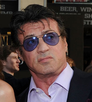 El hijo de Sylvester Stallone, encontrado muerto entre pastillas y basura