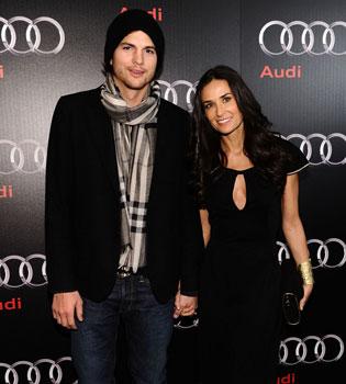 Demi Moore trata de olvidar a Ashton Kutcher con otro 'toy boy'