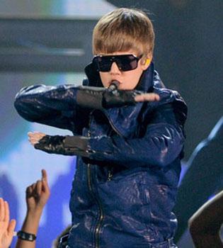 Justin Bieber, enfermo de tanto trabajar