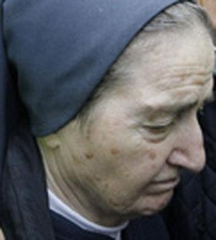 El funeral de Sor María, la ladrona de bebés que nunca confesó
