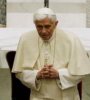 El Papa dimite: Benedicto XVI ya no tiene fuerza