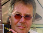 El funeral de Tony Ronald: el cáncer acaba con la voz de 'Help, ayúdame'