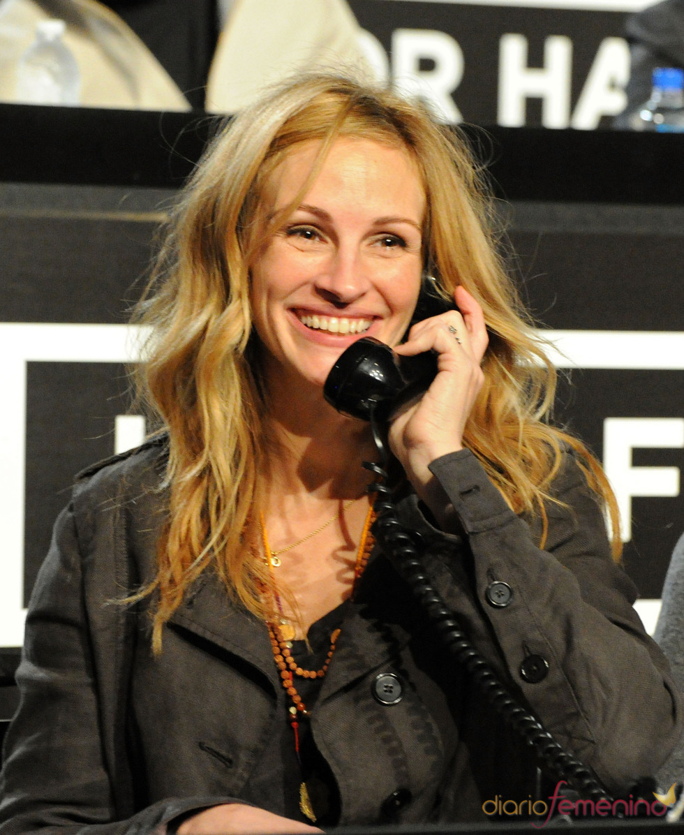 Julia Roberts al teléfono
