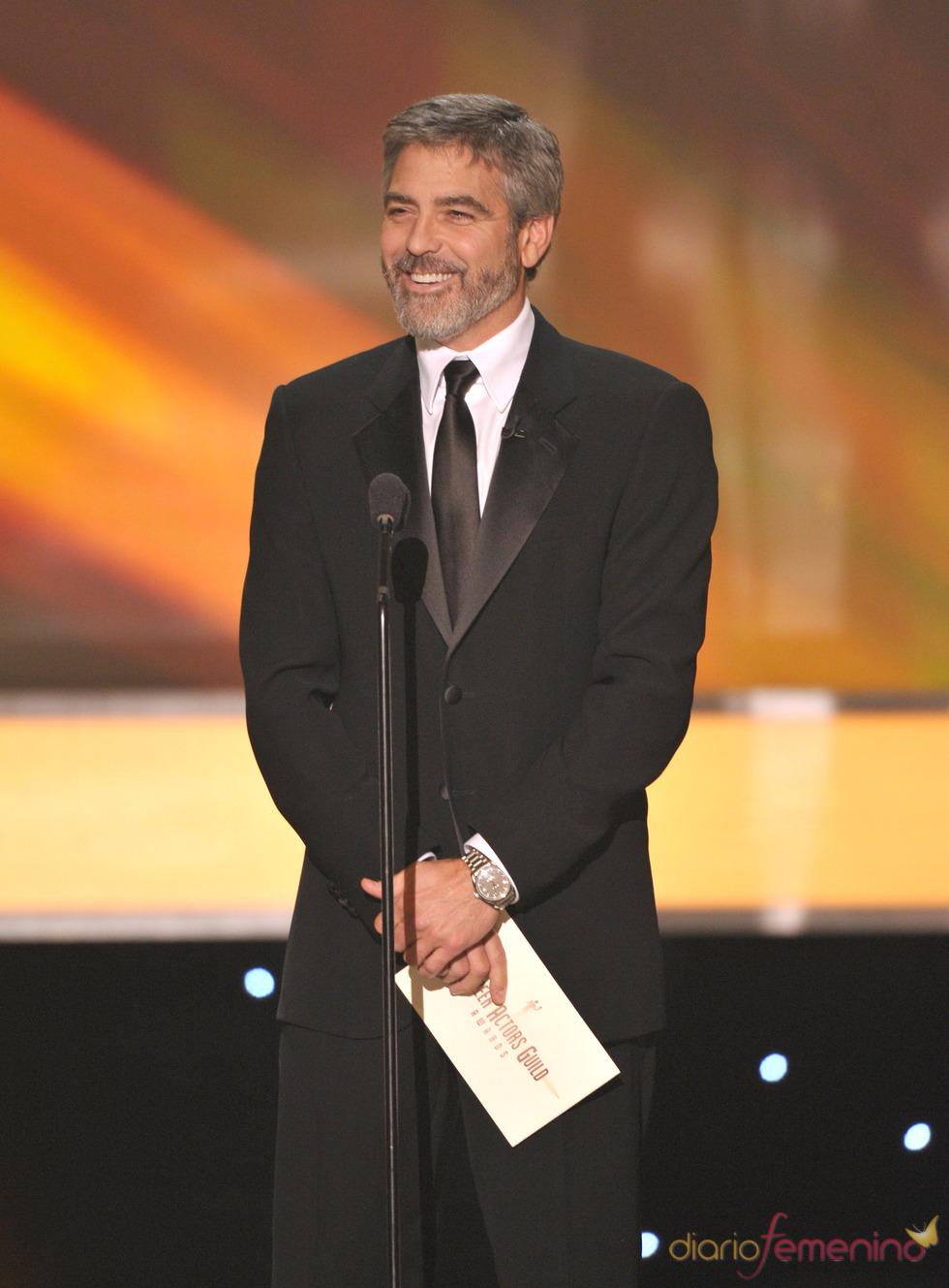 George Clooney presentando